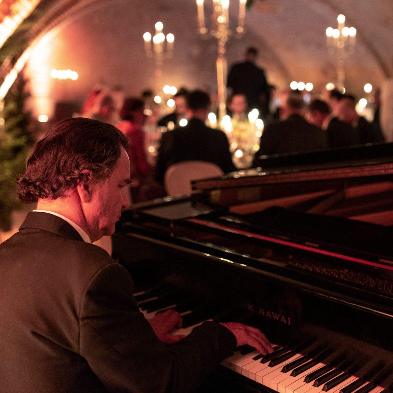 Eventi_Aziendali_Paolo_Zanarella_pianistafuoriposto_fortemovie_