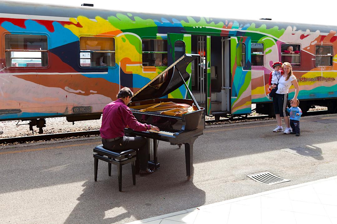 gorizia_stazione_paolo_zanarella_paolozanarella_pianista_fuoriposto_fortemovie_musica_piano_classica
