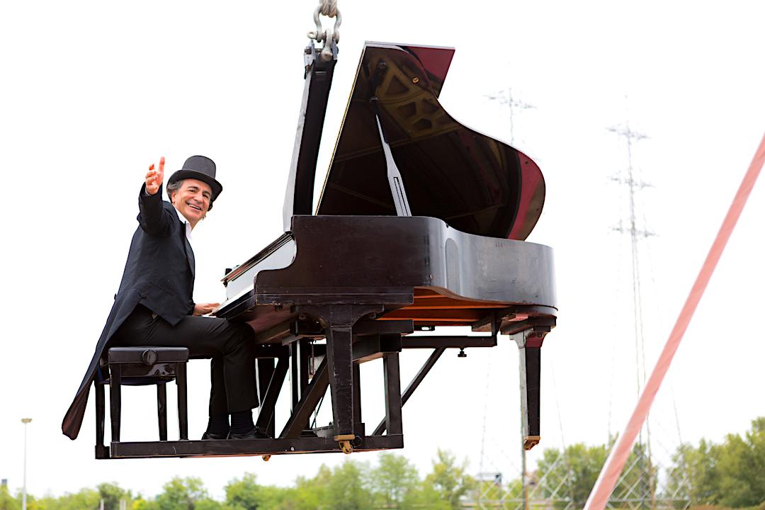 in_aria_midair_sospeso_paolo_zanarella_paolozanarella_pianista_fuoriposto_fortemovie_musica_piano_classica